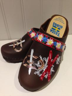 Brown oil Skis & Snowflake Clogs