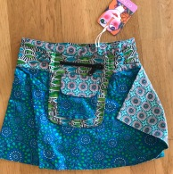 Blue Kids Asha reversible snap skirts, adjusts to your size and comes with a removable zippered pocket. 29 cm long. 499:- (4-10years)