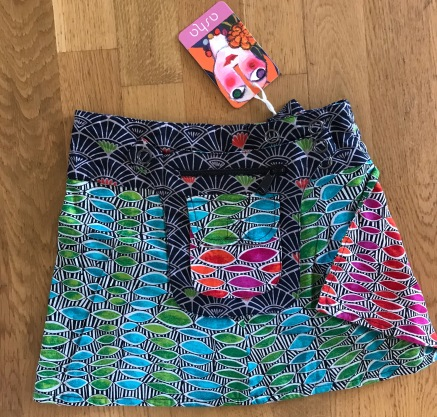 Turqoise Kids Asha reversible snap skirts, adjusts to your size and comes with a removable zippered pocket. 29 cm long. 499:- (4-10years)