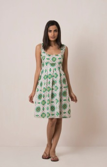 Green MIRANDA DRESS Sweet little 50's dress with empire waist, gauze lining and elasticated back. 100% cotton and handmade with pride in India. Some color variations may occur due to the natural dying process. 799:- size: S M L