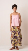PURPLE TULIP SKIRT An elegant bold print maxi skirt with top-stitched box pleats, side zip and hem panel. High waisted and slightly narrow in the hips. 100% cotton and handmade with pride in India. Some color variations may occur due to the natural dying process. 799:- size: S/M M/L