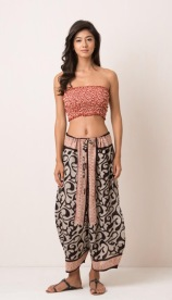 BLACK GINZA PANT Wide leg Japanese-style pant with block print, drawstring and pockets. 100% cotton and handmade with pride in India. Some color variations may occur due to the natural dying process. 899:- Onesize