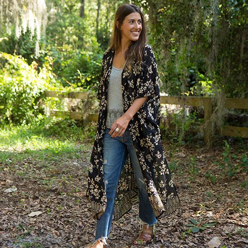 499:- Black Roses Kelsey Kimono onesize