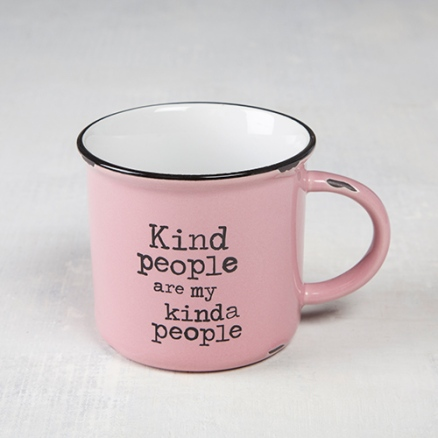 """Kind People"" Camp Mug This vintage pink ""Kind people are my kinda people"" camp mug will have you feeling nostalgic about special times spent with family and friends on campng trips! The generous size is perfect for coffee, soup or morning oatmeal! ceramic. Pris: 150:-"