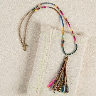 Crystal Bead Gypsy Tassel Necklace Make a statement with this bold and bright beaded necklace featuring glass beads, faceted crystals, wood and genuine stone beads. Pris: 299:-
