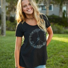"""Charcoal """"Peace"""" Hangout Tee Machine wash cold, only non-chlorine bleach when needed, tumble dry low, warm iron. Hemline hits at the hips.48% polyester, 24% cotton, 24% rayon, 4% spandex Size: S M & L Pris: 399:-"""