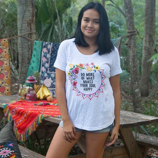 """White """"Soul Happy"""" Boho Tee Machine wash cold, only non-chlorine bleach when needed, tumble dry low. Warm iron. Raglan sleeve with scoop neck.Relaxed fit 60% cotton, 40% polyester Size: S M & L Pris: 399:-"""