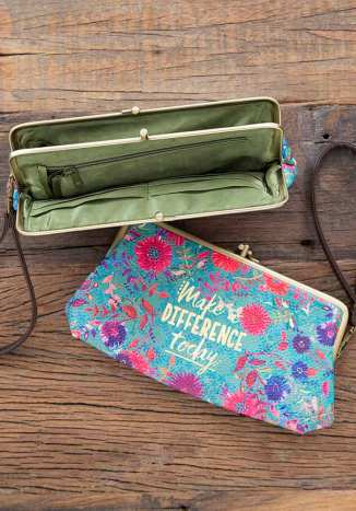 449:-Make A Difference Kisslock Wristlet