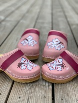 "Pink "" Live the life"" clogs"