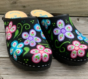 Black Oil Flowerpower Clogs